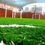 Merawat Lapangan Futsal Yang Menggunakan Rumput Buatan