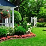 Rumput Sintetis yang Hijau dan Menyejukkan Pemandangan