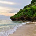 Pantai Gunung Payung, Keindahan Bali yang Tersembunyi di Balik Tebing