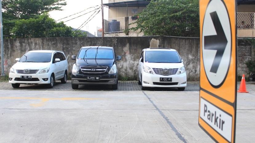 Menyewakan Mobil