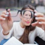 Penglihatan Tiba-Tiba Hilang? Kunjungi SehatQ.com dan Ketahui Hal Penting Ini!
