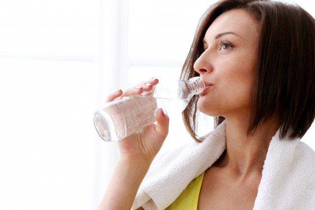 7 Manfaat Minum Air Putih untuk Rawat Kecantikan