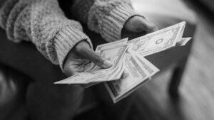 Perhitungkan Antara Pendapatan dan Kesanggupan Membayar