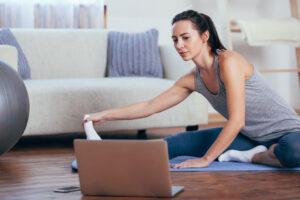 Olahraga-di-rumah-secara-online